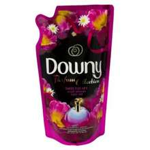 Downy Perfume Collection Concentrate Fabric Conditioner Sweet Heart Refill 560ml